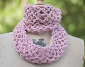 Circle scarf Infinity scarf, chunky crochet cowl, pink wool