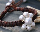 Pearl and Leather Bracelet Fleur