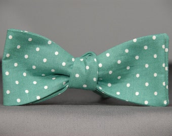 Winterfresh Green with White Dots  Bow tie