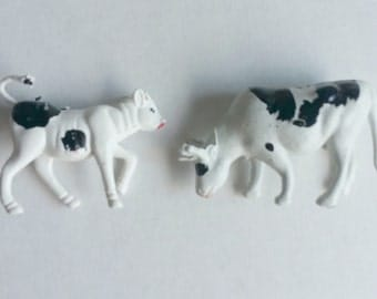 1962 Tim Mee Farm Set of 2 Holstein Cow Plastic Figures Hong Kong