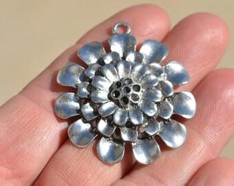 1 Large  Silver Flower Pendant SC2119