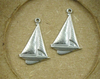 12 matte silver SAILBOAT jewelry charms . 23mm x 15mm (ST58)