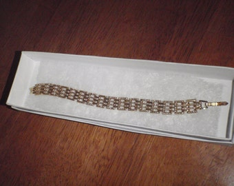 "Vintage  Bracelet 7"" Long Shines Like Gold for Young Women"