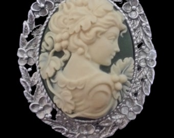CAM-04B Cream Silhouette on Green Cameo Brooch