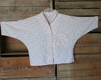 1980s Short Top - Pale Pink with Geometric Pattern - Bat Sleeve - Classic 80s Style - Rocker Punk Size Large Up to 40 Bust