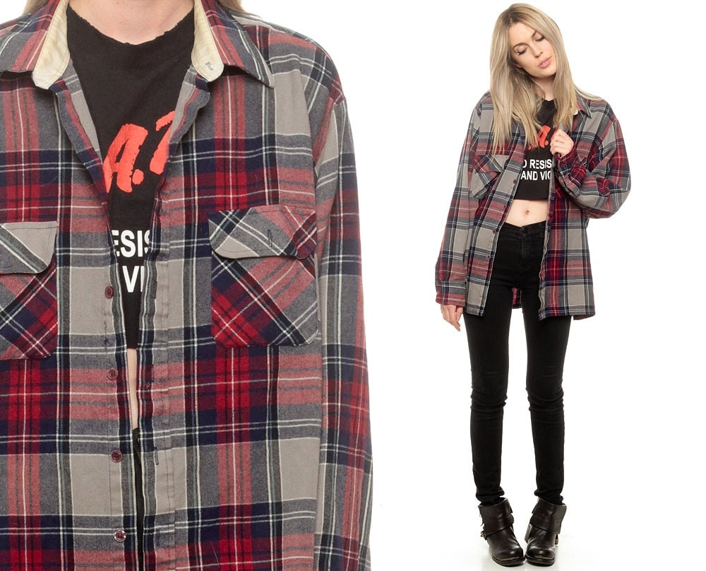 The grunge look typically consisted of thrift store items and the typical outdoor clothing (most notably flannel shirts) of the region, as well as a generally unkempt appearance and long hair. For grunge singers, long hair was used