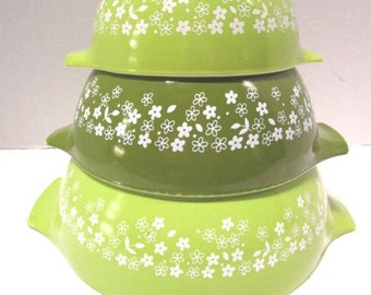 Vintage Pyrex Nesting / Mixing Bowls, Spring Blossom Cinderella Bowls Set of 3, Green, Midwest Farmhouse Kitchen Retro, Daisies Daisy Flower