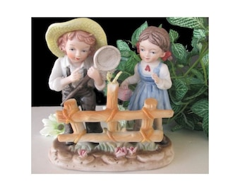 BOY And GIRL Figurine * Catching A BUTTERFLY * Korea *Vintage Decor