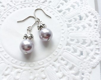 Pretty and sweet lilac pearl earrings for everyday or special ocassions. Lilac wedding jewelry. Bridal jewelry.