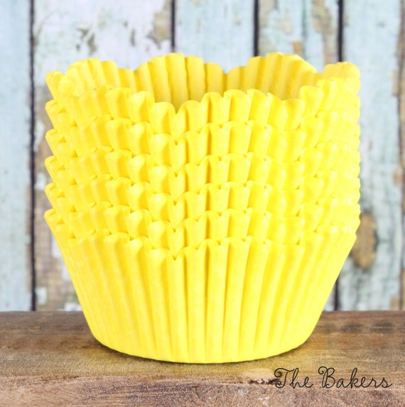 Yellow Petal Cupcake Liners, Scallop Edge Baking Cups (200 count)