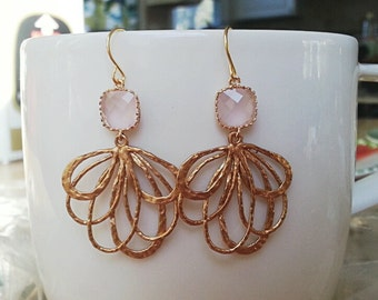pink glass scallop setting with gold layered filigree earring