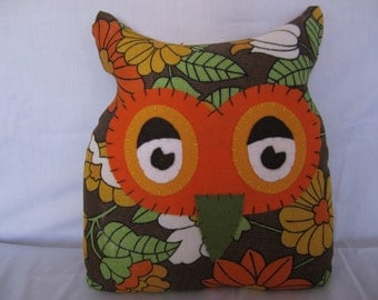 Handmade retro owl using an original vintage fabric.