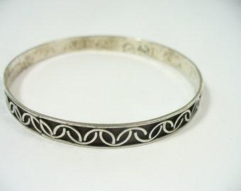 Vintage handmade overlaid & oxidized sterling silver bangle bracelet - Taxco Mexico