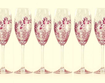 HandPainted Personalized Bridesmaid Champagne Glasses - Ruby Red and Silver Roses Set of 6 - Custom Bachelorette Gift Idea Flûtes à Mariage