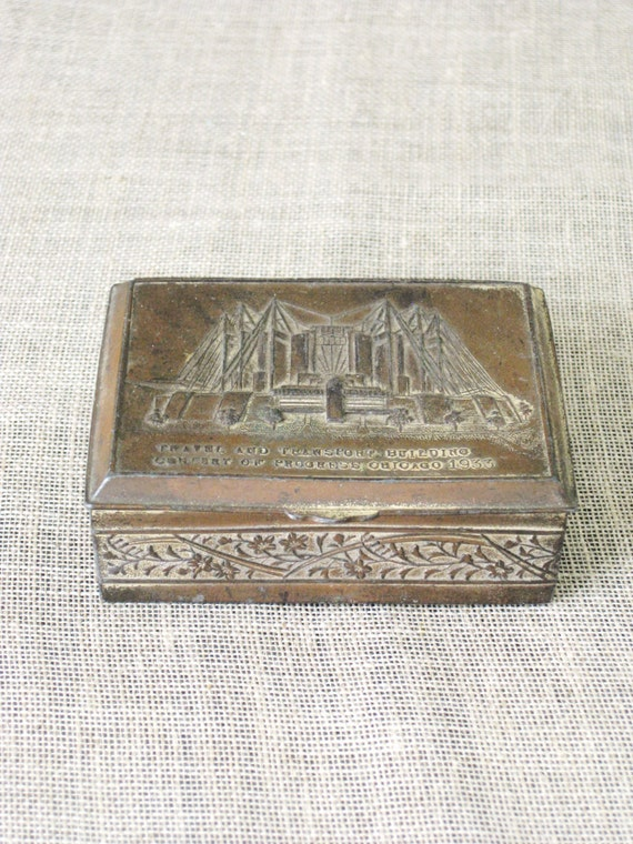 World Fair / Box / Antique 1933 Chicago World Fair Souvenir / Chicago / 1933 / Metal Box / Souvenir / Trinket Box - Classic Vintage