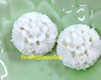 NEW ITEM - 4 pcs 20mm Round Flower Cabochons, White  (137)