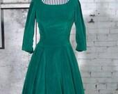 75% OFF 1950s Green Velvet Holiday Dress