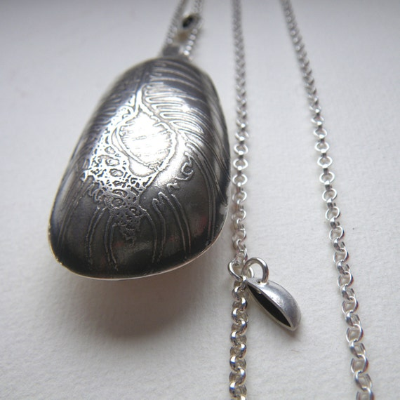 silver etched shell pendant by hybrid handmade Cari-Jane Hakes from 'Les Petites Callioux' series