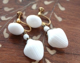 Vintage 1950s/60s Seashell Screw Back Clip on Earrings // New Old Stock// Plastic// Brass// Nautical//Jewelry Supply