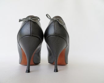 Vintage Shoes / 1950s Shoes / 1960s Shoes / Two Tone Shoes / Stiletto Heels / 1950s Heels 1960s Heels / Size 7 7.5 N Grey Gray Spectator