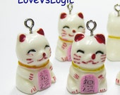 5 Maneki Neko Beckoning Cat Lucky Cat Lucite Charms. 08