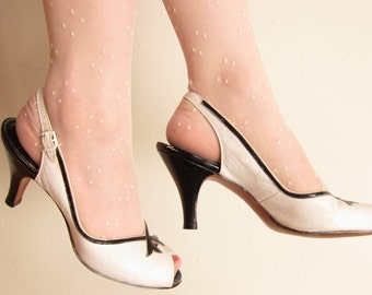 Vintage 1950s Slingbacks in White and Black Leather / 50s Open Toe Shoes High Heels / Size 6 1/2