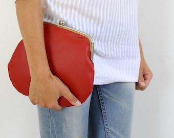 red PRETZEL purse. red bag. red purse. kisslock bag. kisslock purse. clutch bag. vegan bag