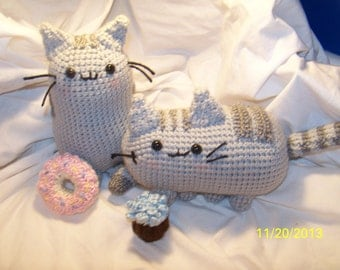 Crochet cat with donut or cupcake