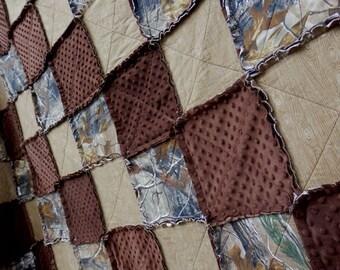 Tree Camo Rag Quilt, Throw Size, Camouflage Bedding, Woodgrain,  Minky Blanket, Handmade in NJ