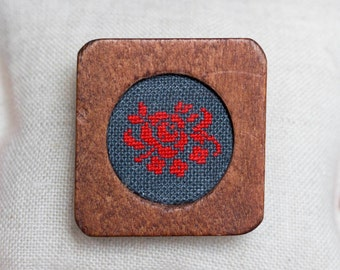 Wooden brooch with hand embroidered rose b008