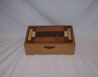 Stained glass-pattern-Box-Wood-Quarter Sawn Oak in the Art and Crafts Style design  10''x6 1/4''x3''
