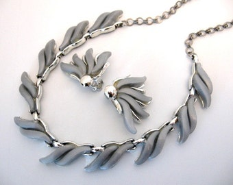 Vintage Thermoset Necklace and Earrings Set - Gray Waves