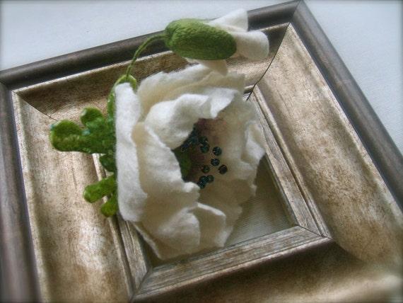 Felted brooch White poppy- Flowers Brooch - Felted Flower Brooch- Wool brooch