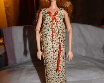 Nightgown in brown & orange floral print for Fashion Dolls - ed570