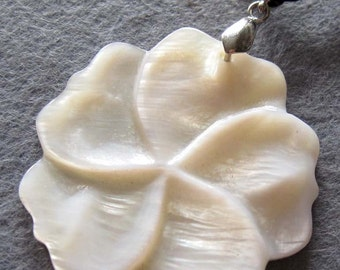 Shell Flower Pendant 38mm x 38mm  T2199