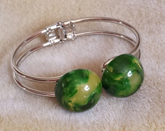 Bakelite hinged bracelet cuff bangle w marbled green cabs