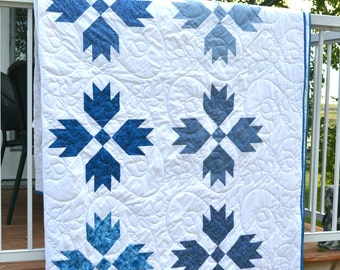 Blue White Queen Quilt, Made to Order, Traditional Bears Paw Quilt, Patchwork Quilt, Queen Full Bedspread, Blue White Quilt, Country Quilt