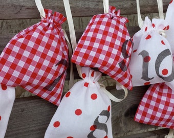 Advent calendar - check and dots little numbered drawstring bags
