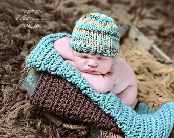 Corbin Newborn Hat PATTERN, for Photo Prop, in Bulky Weight Handspun