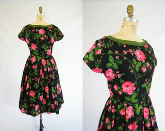 Vintage 1950s Dress / Garden Party Dress / Black with Red Roses / Matching Apron / Large