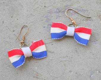 Vintage AMERICAN BOWTIE Earrings....dangly. red. white. blue. liberty. pierced ears. retro accessories. classic. mod. kitsch. cute. striped.