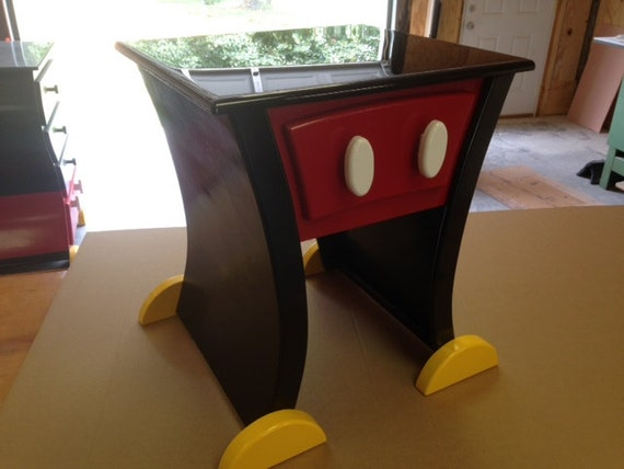 Mickey mouse style nightstand or end table - Muebles de mickey mouse ...