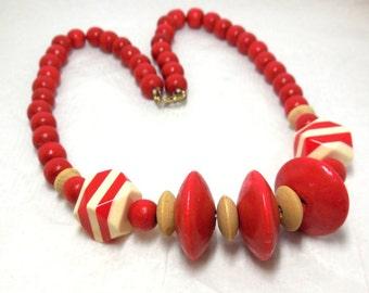 Vintage Wood Necklace RED White Beads Atomic SUMMER Garden Boho Funky Hippie Fashion Mod Fun