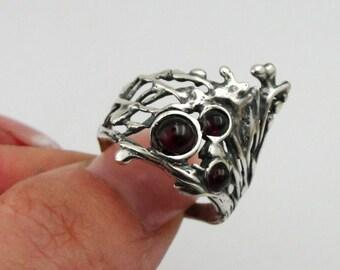 Stunning Sterling Silver Garnet Ring size 7 (h 158)