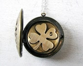 Gift for Mom Jewelry Grandma, Locket Necklace, Gift for Sister, Four Leaf Clover, Shamrock Jewelry, Irish Wedding, Personalized Jewelry