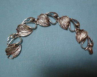 Vintage 1960s to 1970s Silver Tone Leaf Bracelet Sarah Coventry Chunky