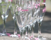 Bridesmaids flutes, champagne glasses, Match your wedding colors.  Bridesmaid gift, maid of honor gift