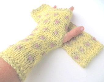 """Mittens """"Iris"""", pure new wool, Wensleydale, mohair, handspun, plant dyed, knitted, vanilla, pastel green, old rose/pink, OOAK, one of a kind"""