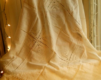 Vintage Linen Cutork Tablecloth With Silk Thread Handmade Edging Exquisite Pattern Antique Linen Collectible Home Decor Shabby Chic Linens