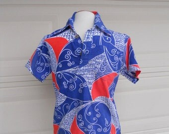 Vintage Men's 60s 70s Shirt . V Neck Red, White, and Blue Barkcloth Small